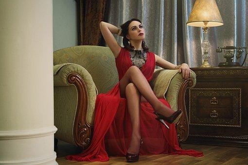 Quelles chaussures avec une robe rouge ? Suivez le guide